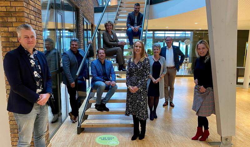 Het vijvermanagementteam van de 6 corporaties en 2 bouwbedrijven van de Bouwstroom Drenthe.